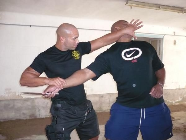 Крав-мага: Методики скрепления от охранника