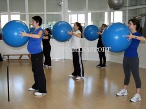 Упражнения с Фитбол и с бременна учителка - интелигентният тип тренировка